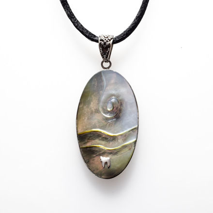 Picture of #B544 Black Mother of Pearl and  Sterling Silver Oval Carved